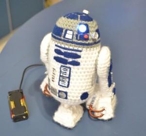 crochet-star-wars-r2d2-free-pattern-amigurumi