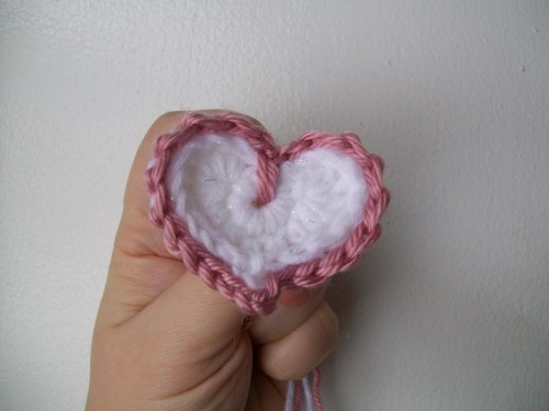 too cute crochet heart with edging
