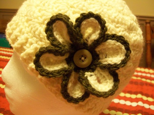 white-crochet-shell-beanie-with-flower close up