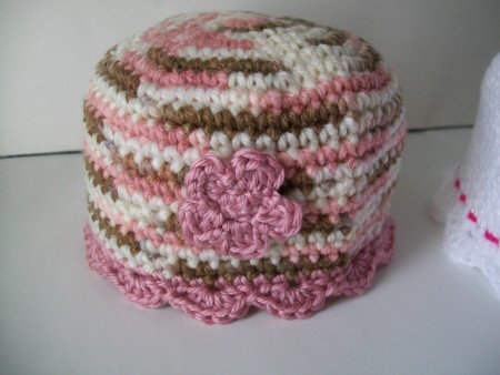 baby-crochet-beanie-flower-shell-edging