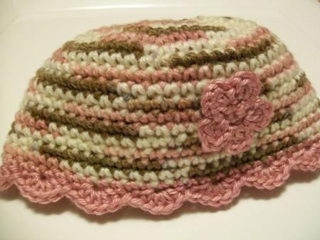 baby-crochet-beanie-flower-shell-edging