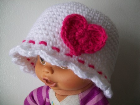 baby-crochet-beanie-heart-shell-edging