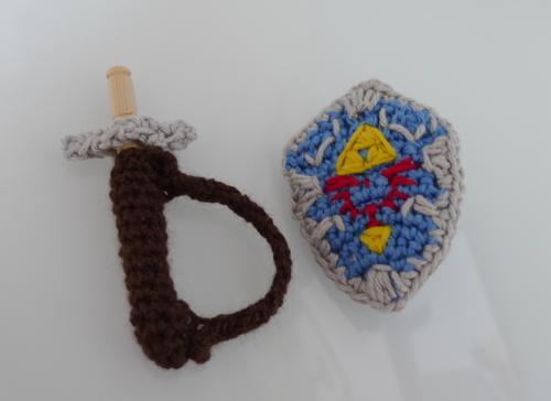 Hylian-Shield-Sword-Sheath-crochet-zelda-link