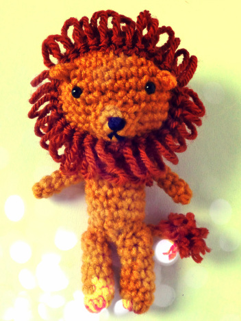crochet-cowardly-lion-amigurumi-free-pattern