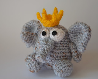 Free King Crown Crochet Pattern : Fantasy Friday: Free Mini Ami Crown Accessory Pattern ...
